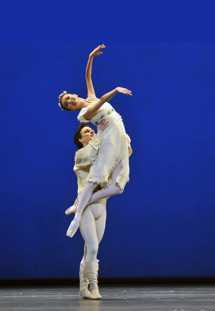 Yuhui Choe & Alexander Cambell in the <I>Voices of Spring pdd</I>.<br />© Dave Morgan, by kind permission of the Royal Opera House. (Click image for larger version)