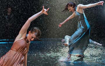 Sonya Cullingford and Simone Muller Lotz in Flow.© Hugo Glendinning. (Click image for larger version)