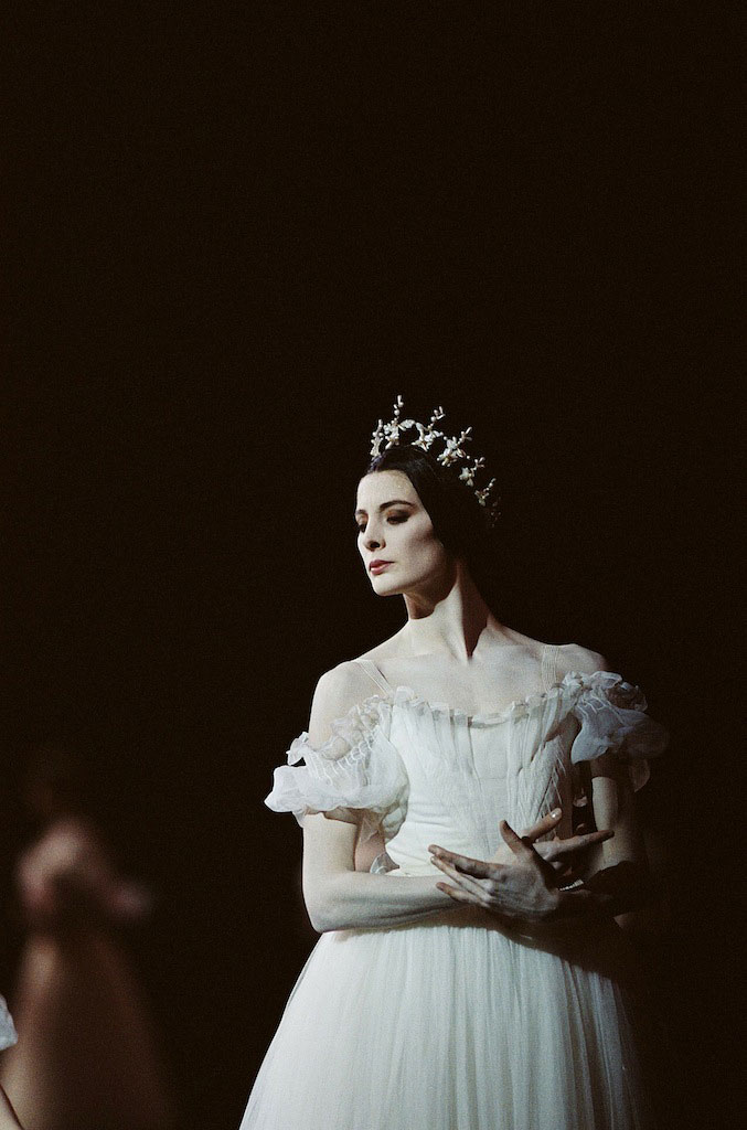 Marie-Agnes Gillot in <I>Giselle</I>.<br />© Icare. (Click image for larger version)