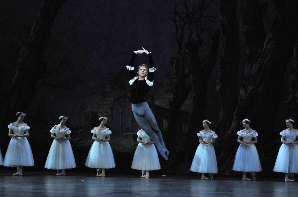 Karl Paquette in <I>Giselle</I>.<br />© Julien Benhamou. (Click image for larger version)