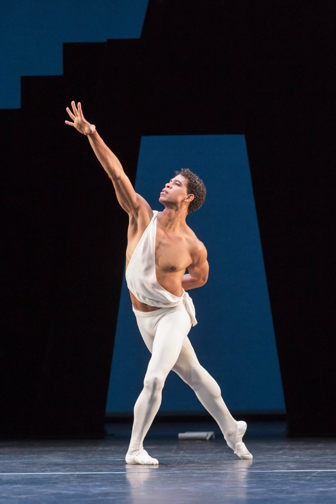 Carlos Acosta in Apollo.© Johan Persson, courtesy the Royal Opera House. (Click image for larger version)