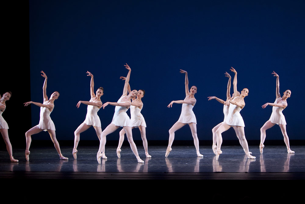 Laura Gilbreath, Lindsi Dec and company in <I>Concerto Barocco</I>.<br />© Lindsay Thomas. (Click image for larger version)