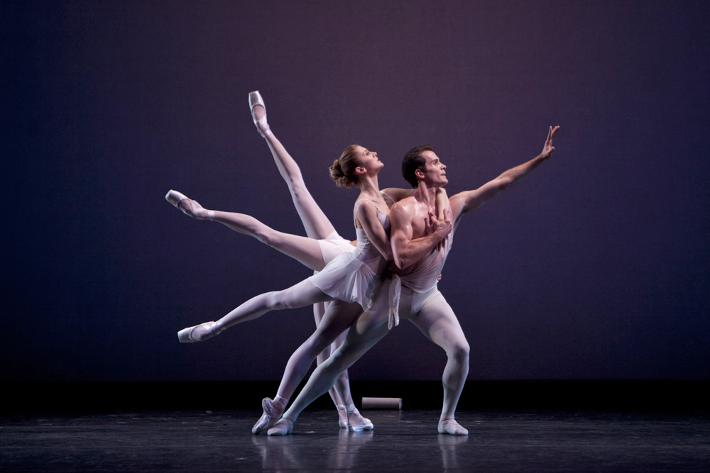 Seth Orza, Carla Körbes, Maria Chapman, Lesley Rausch (front-back) in Apollo.© Lindsay Thomas. (Click image for larger version)