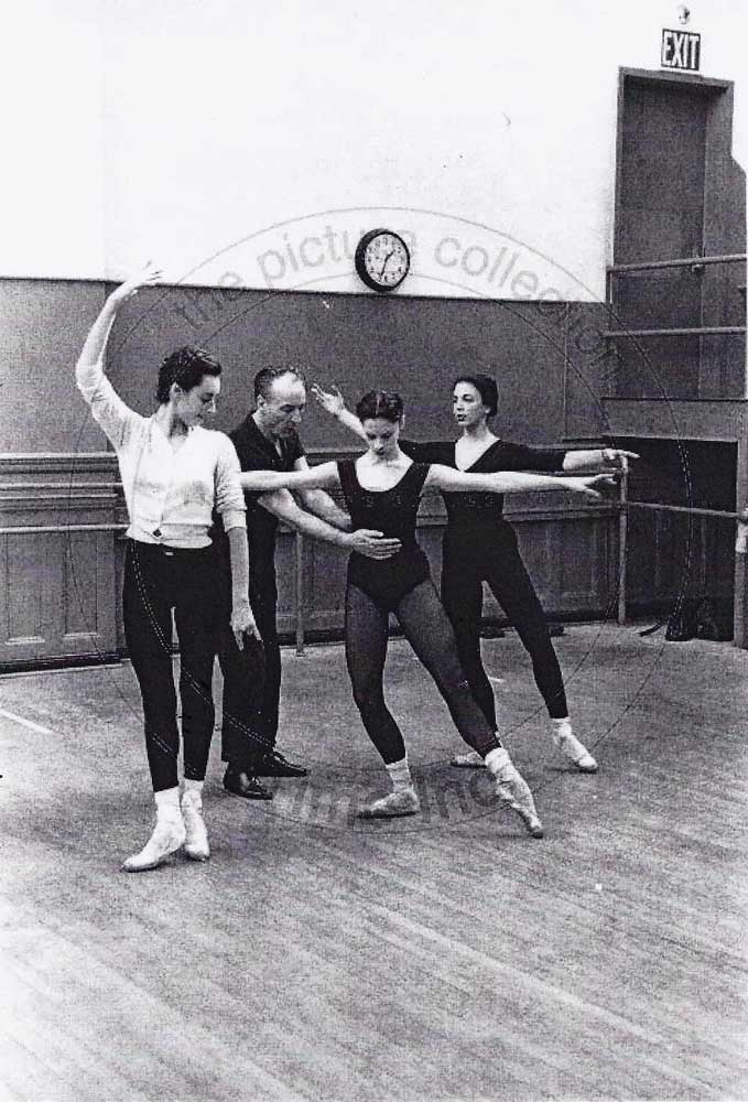Rehearsing <I>The Figure in the Carpet</I> with Joyce Feldman, George Balanchine, Nancy Reynolds and Victoria Simon, 1960.<br />© Martha Swope. (Click image for larger version)