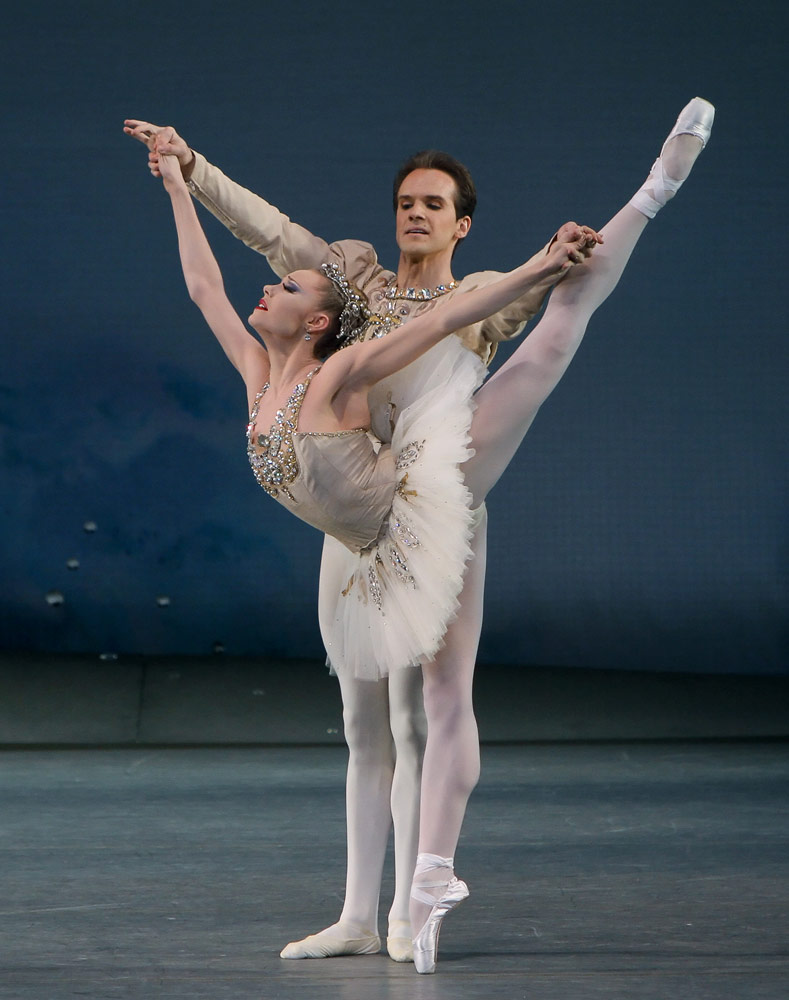 Sara Mearns and Jonathan Stafford in <I>Diamonds</I> (from <I>Jewels</I>).<br />© Paul Kolnik. (Click image for larger version)