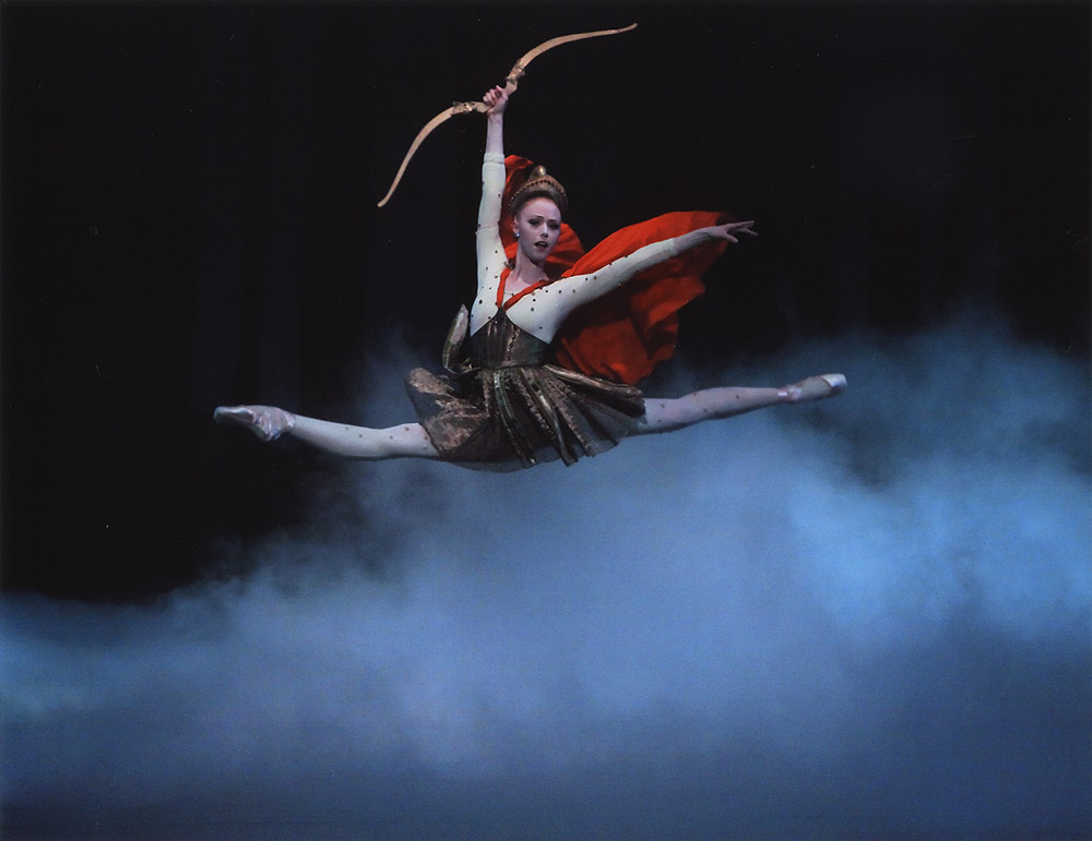 Teresa Reichlen as Hippolyta in Balanchine's <I>Midsummer Night's Dream</I>.<br />© Paul Kolnik. (Click image for larger version)