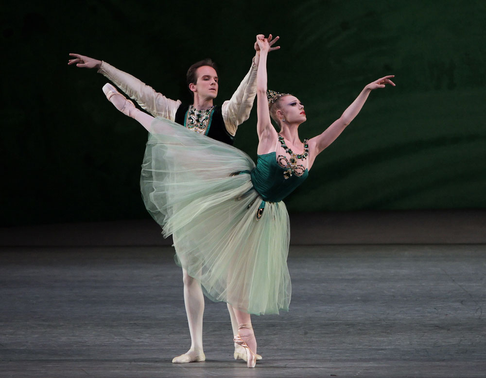 Sara Mearns and Jonathan Stafford in <I>Emeralds</I> (from <I>Jewels</I>).<br />© Paul Kolnik. (Click image for larger version)