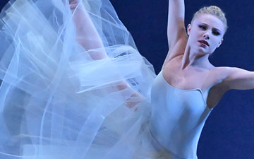 Sara Mearns in Serenade.© Paul Kolnik. (Click image for larger version)