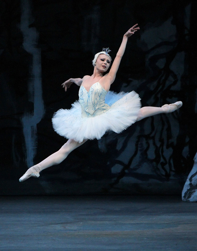 Sara Mearns in Peter Martins' <I>Swan Lake</I>.<br />© Paul Kolnik. (Click image for larger version)
