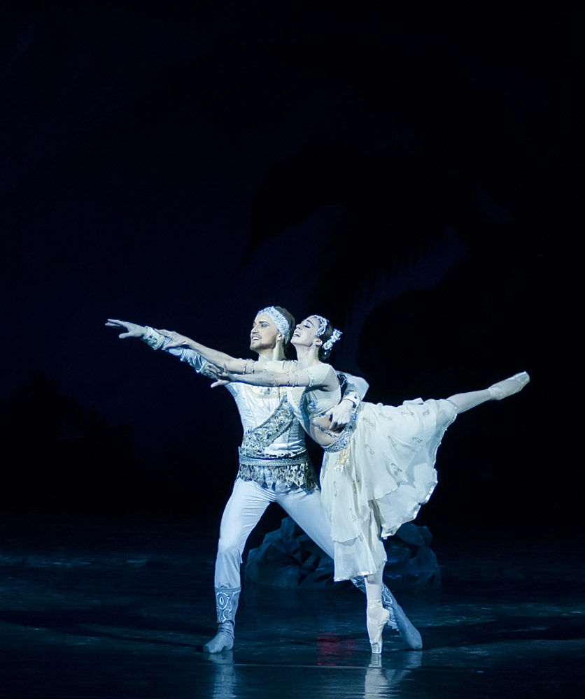 Nina Ananiashvili and Denis Matvienko performing this year in <I>La Bayadere</I> with the company in Kiev.<br />© Alexandra Chernish. (Click image for larger version)