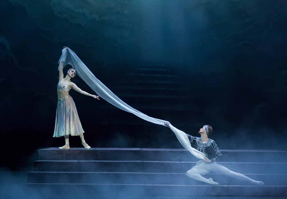 Nina Ananiashvili and Denis Matvienko performing this year in La Bayadere with the company in Kiev.© Alexandra Chernish. (Click image for larger version)