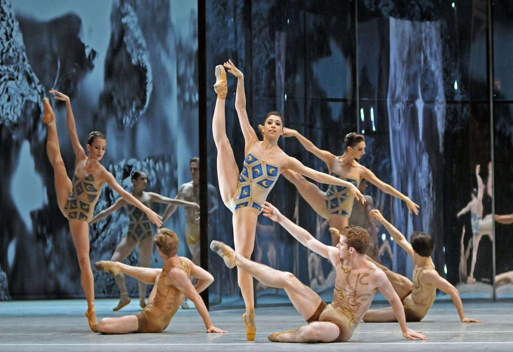 <I>Trespass</I>: corps dancers (l-r): Leticia Stock, Dawid Trzensimiech, Yasmine Naghdi, Kevin Emerton, Lara Turk, Valentino Zucchetti.<br />© Dave Morgan, courtesy the Royal Opera House. (Click image for larger version)