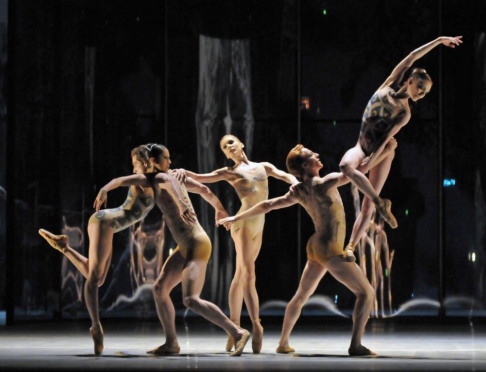 <I>Trespass</I> with Beatriz Stix-Brunell, Nehemiah Kish, Melissa Hamilton, Steven McRae, Sarah Lamb.<br />© Dave Morgan, courtesy the Royal Opera House. (Click image for larger version)