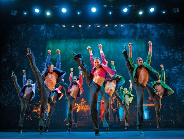Ballet Revolución.<br />© Guido Ohlenbostel. (Click image for larger version)