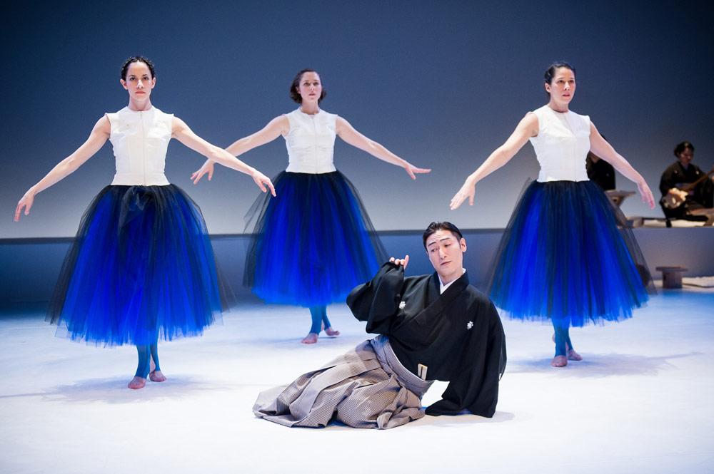 Yasuko Yokoshi's <I>Bell</I>: Kuniya Sawamura with Wilis Jennifer Lafferty, Lindsay Clark and Julie Alexander.<br />© Ian Douglas. (Click image for larger version)