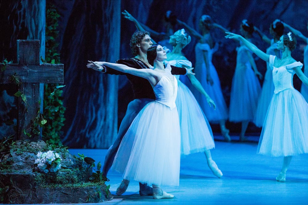Natalia Osipova and Ivan Vasiliev in Giselle.© The Mikhailovsky Theatre. (Click image for larger version)