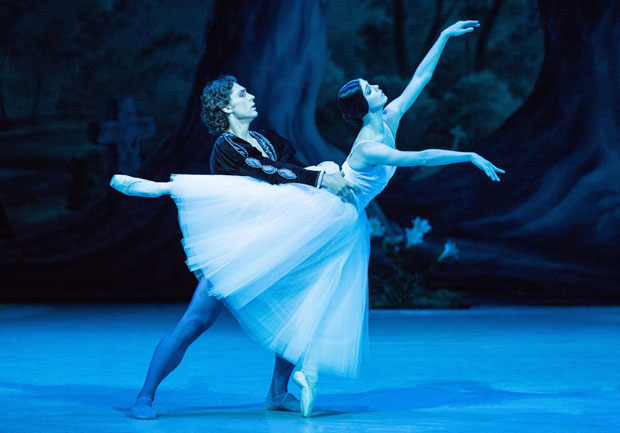 Natalia Osipova and Ivan Vasiliev in <I>Giselle</I>.<br />© The Mikhailovsky Theatre. (Click image for larger version)