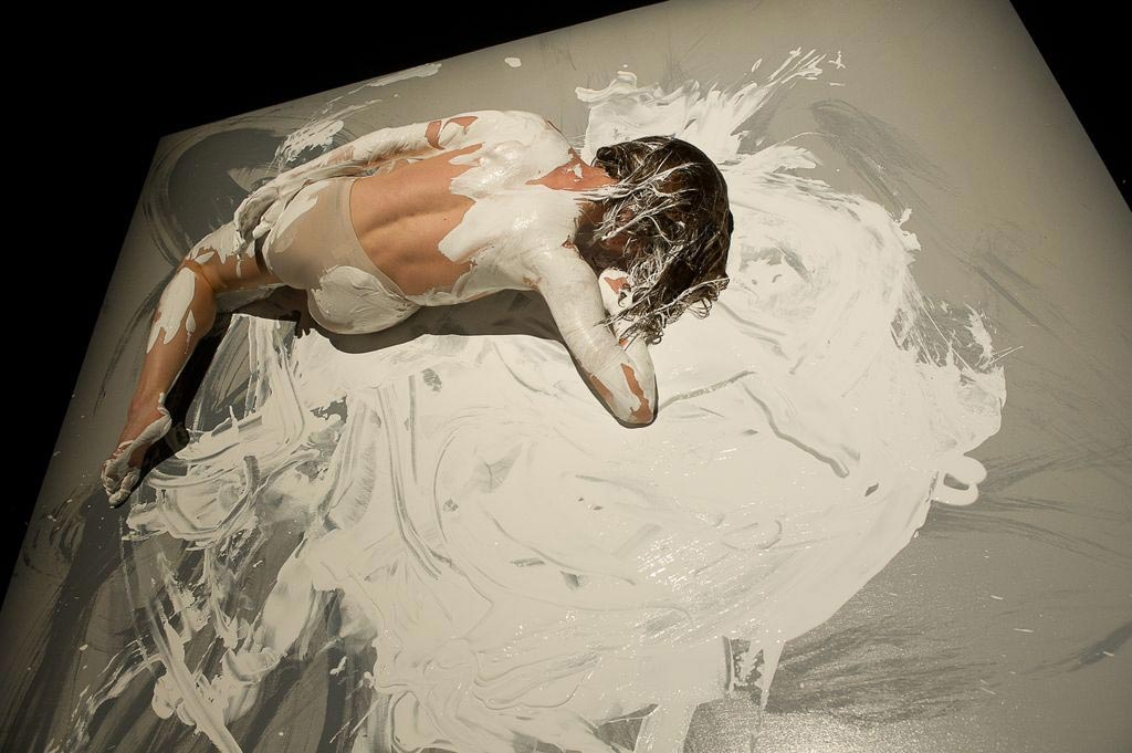Shen Wei Dance Arts in <I>Undivided Divided</I>.<br />© Christopher Duggan. (Click image for larger version)