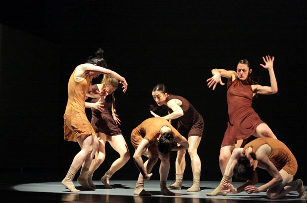 Hofesh Shechter Company in The Art of Not Looking Back.<br />© Dee Conway, 2009. (Click image for larger version)