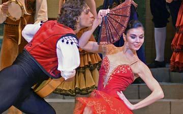 Ivan Vasiliev and Natalia Osipova in Don Quixote.© Dave Morgan. (Click image for larger version)