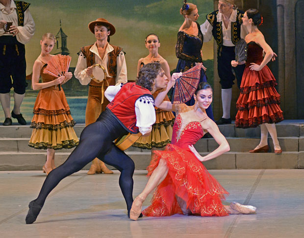 Ivan Vasiliev and Natalia Osipova in <I>Don Quixote</I>.<br />© Dave Morgan. (Click image for larger version)