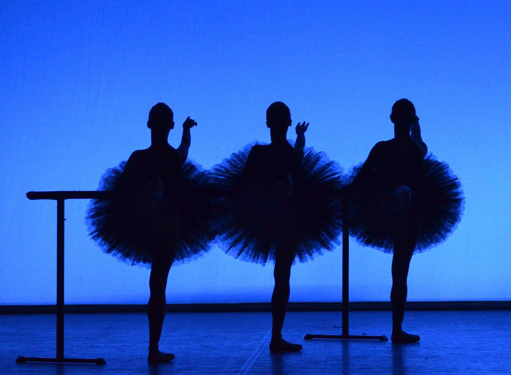 English National Ballet in <I>Etudes</I>.<br />© Dave Morgan. (Click image for larger version)