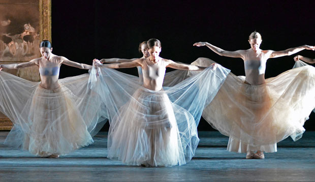 Mikhailovsky Ballet in Nacho Duato's <I>Prelude</I>.<br />© Dave Morgan. (Click image for larger version)