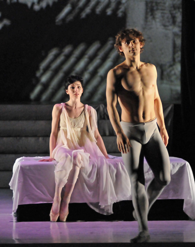 Natalia Osipova and Ivan Vasiliev in the Peter Schaufuss '21st century' version of Ashton's <I>Romeo and Juliet</I>.<br />© Dave Morgan. (Click image for larger version)
