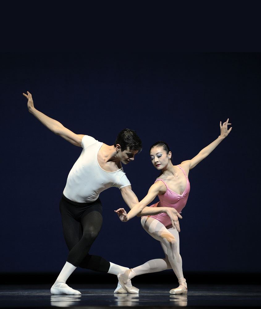 Yuan Yuan Tan and Vito Mazzeo in Balanchine's <I>Symphony In Three Movements</I>.<br />© Erik Tomasson. (Click image for larger version)