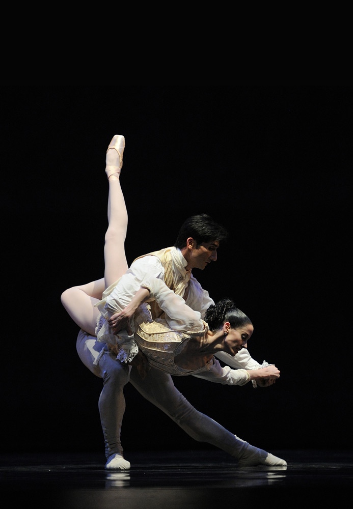 Vanessa Zahorian and Davit Karapetyan in Tomasson's <I>Criss-Cross</I>.<br />© Erik Tomasson. (Click image for larger version)