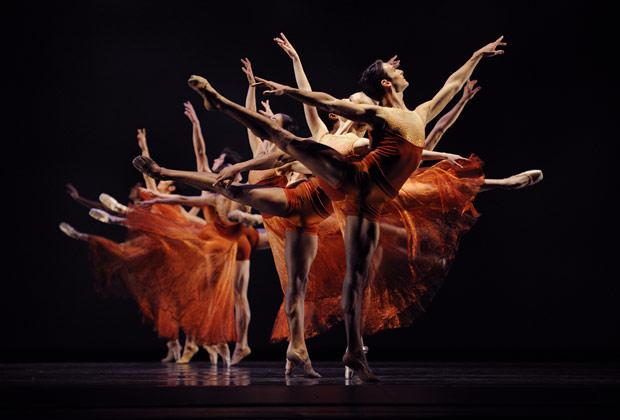 San Francisco Ballet in Liang's <I>Symphonic Dances</I>.<br />© Erik Tomasson. (Click image for larger version)