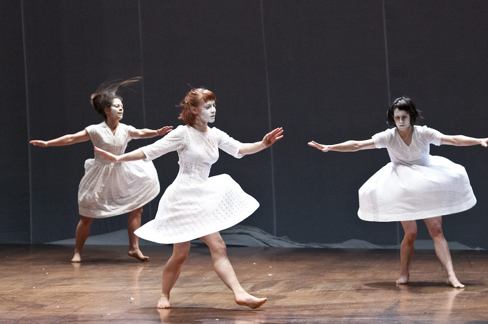 Anna Kaszuba (centre) in Petrushka.© Foteini Christofilopoulou. (Click image for larger version)