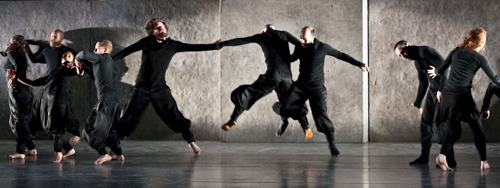 Eastman and Sidi Larbi Cherkaoui in Puz/zle.© Foteini Christofilopoulou. (Click image for larger version)