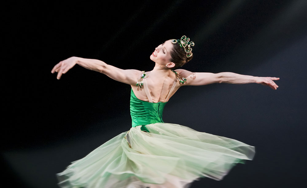 Leanne Benjamin in <I>Emeralds</I>.<br />© Johan Persson, courtesy the Royal Opera House. (Click image for larger version)