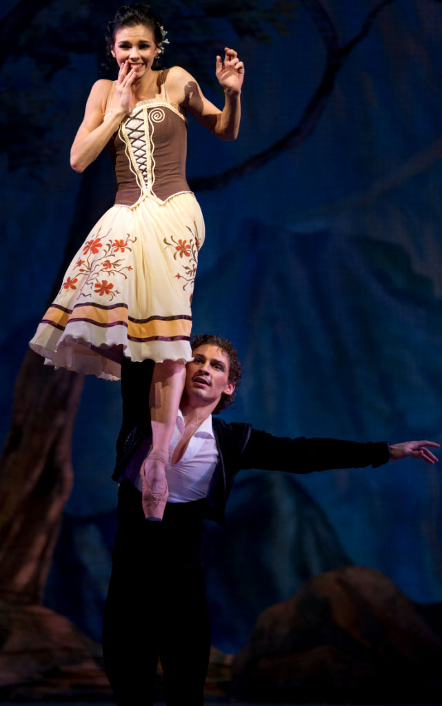 Natalia Osipova and Ivan Vasiliev in Laurencia (from their 2012 Mikhailovsky debut).© The Mikhailovsky Theatre. (Click image for larger version)
