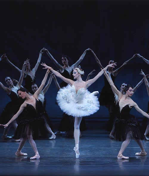 Maria Kowroski in George Balanchine's <I>Swan Lake</I>.<br />© Paul Kolnik. (Click image for larger version)