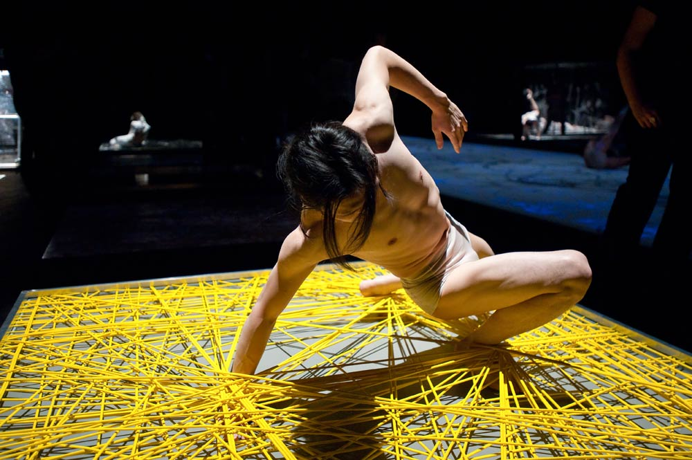 Shen Wei Dance Arts in Undivided Divided.© Stephanie Berger. (Click image for larger version)