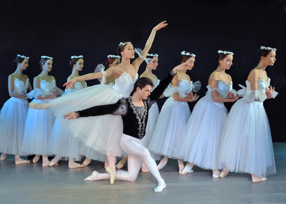 Sofia National Ballet in <I>Giselle</I>.<br />© Zaharkin Igor. (Click image for larger version)