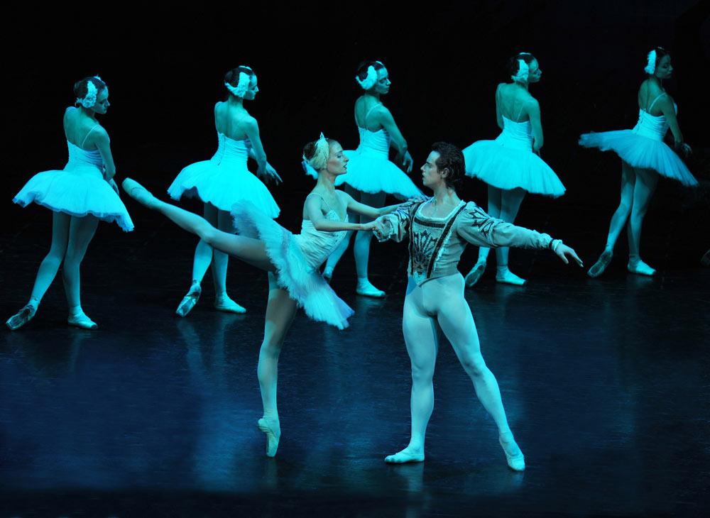 Sofia National Ballet in <I>Swan Lake</I>.<br />© Zaharkin Igor. (Click image for larger version)