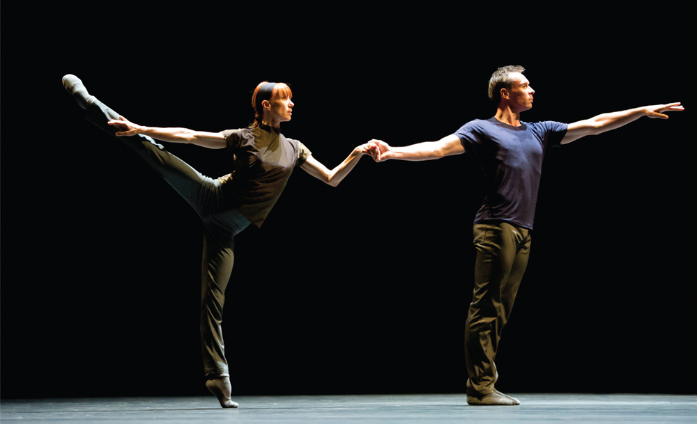 Sylvie Guillem and Nicolas Le Riche in William Forsythe's <I>Rearray</I>.<br />© Bill Cooper. (Click image for larger version)