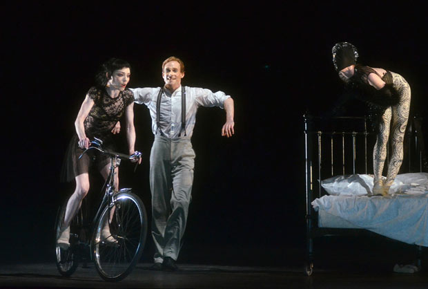 The Raven Girl (Sarah Lamb), with her father, The Postman (Edward Watson), her mother, The Raven (Akane Takada - replaced on first night by Olivia Cowley) in Wayne McGregor's <I>Raven Girl</I>.<br />© Dave Morgan, courtesy the Royal Opera House. (Click image for larger version)