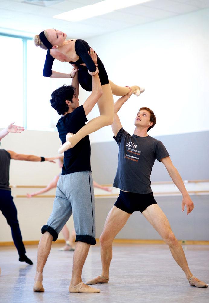 Sasha De Sola, Sean Bennett and Luke Willis rehearse Wheeldon's Cinderella.© Erik Tomasson. (Click image for larger version)