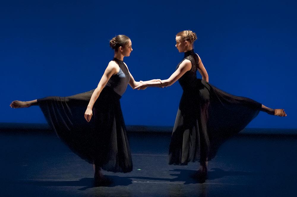 Emmeline Jansen and Ashley Scott in Emmeline Jansen's Hooked.© Foteini Christofilopoulou. (Click image for larger version)
