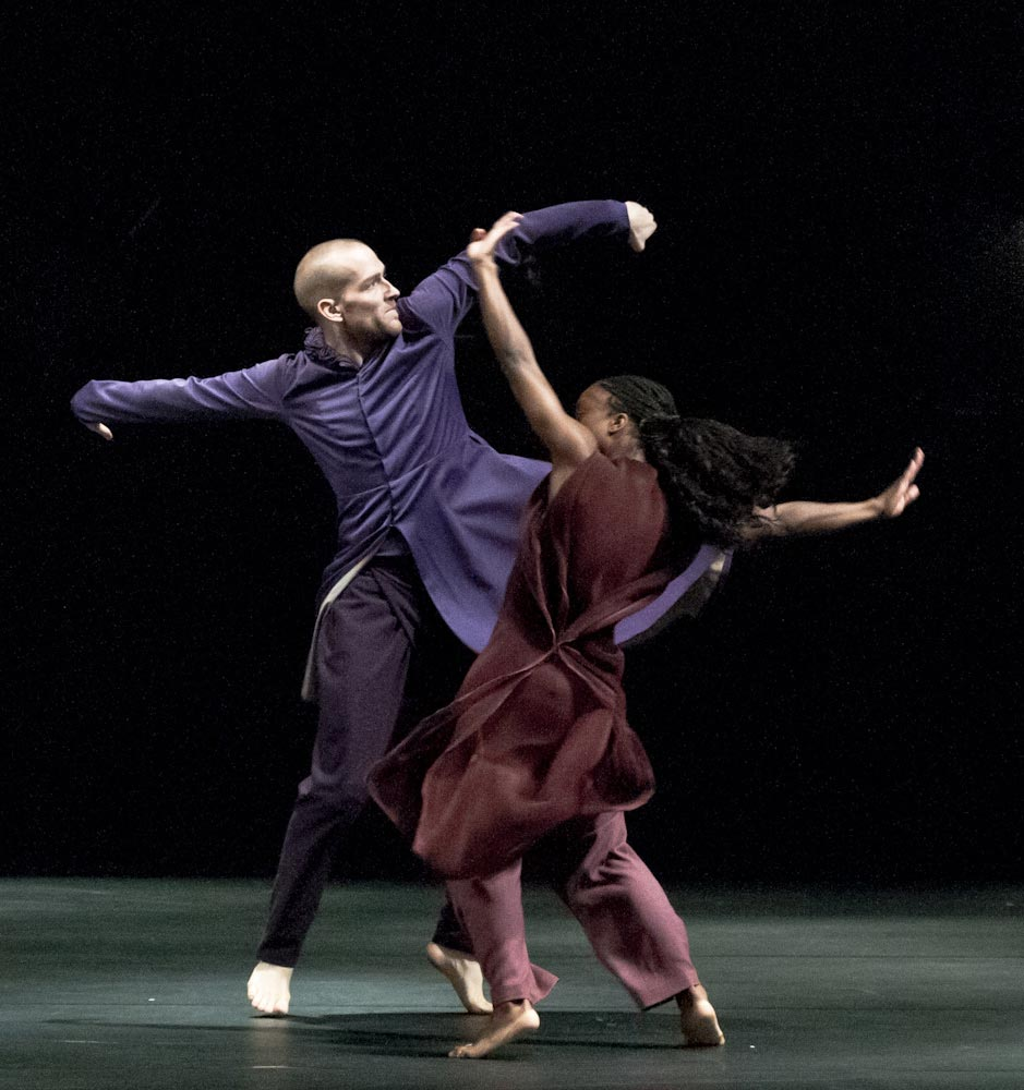 Hannes Langolf & Kristina Alleyne in <I>iTMOi</I>.<br />© Foteini Christofilopoulou. (Click image for larger version)