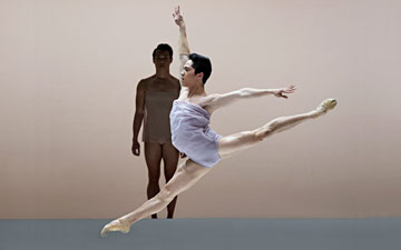 Jeffrey Cirio in Wayne McGregor's Chroma.© Gene Schiavone. (Click image for larger version)