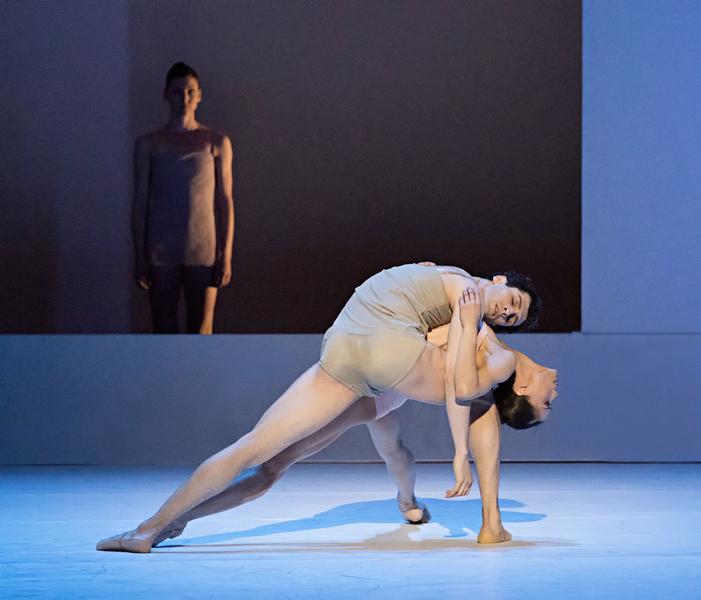 Lia Cirio and Lasha Khozashvili in Wayne McGregor's Chroma.© Gene Schiavone. (Click image for larger version)