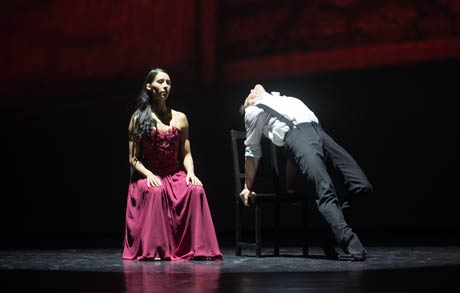 Elisa Cabrera and Mikhail Kaniskin in <I>Transparente</I>.<br />© Nikolay Krusser. (Click image for larger version)
