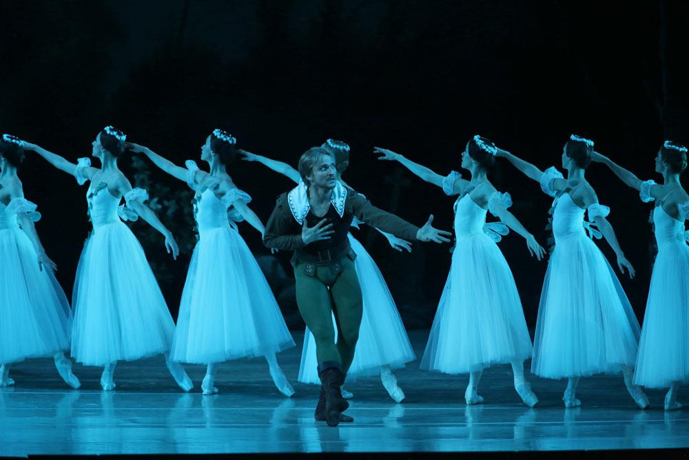 Ilya Kuznetsov in <I>Giselle</I>.<br />© Natasha Razina. (Click image for larger version)