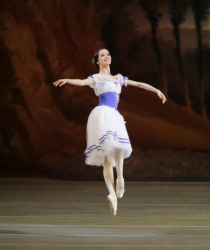 Maria Shirinkina in <I>Giselle</I>.<br />© Natasha Razina. (Click image for larger version)