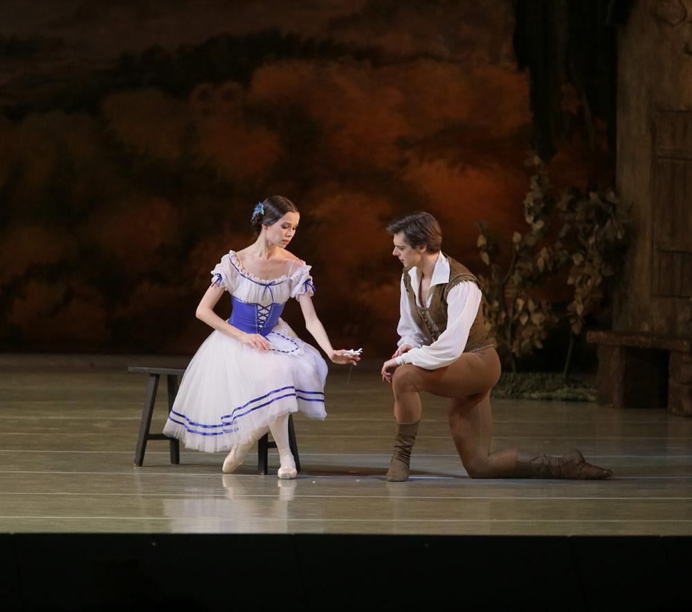 Maria Shirinkina & Vladimir Shklyarov in <I>Giselle</I>.<br />© Natasha Razina. (Click image for larger version)
